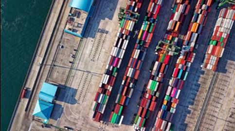 Containerschiff mit Ware