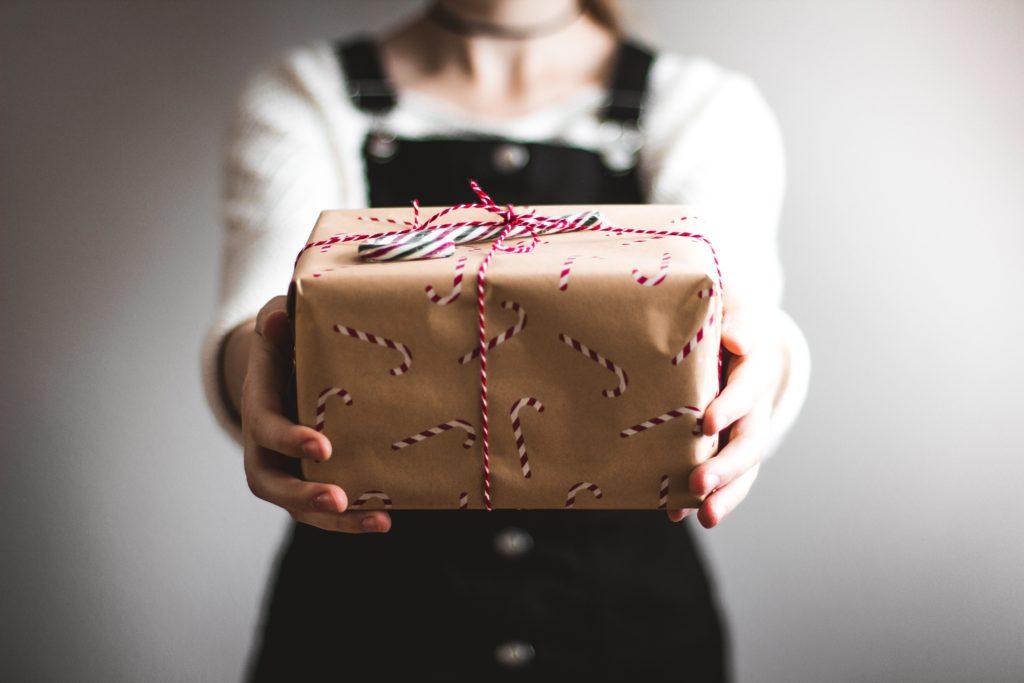 Geschenke sind zu Weihnachten besonders gern gesehen – PAQATO